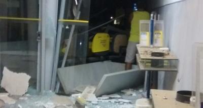 Grupo invade agência bancária e arromba cofre em Malhada