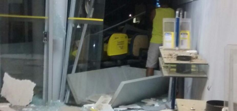 [Grupo invade agência bancária e arromba cofre em Malhada]