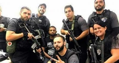Selfies de policiais ao lado de chefe do tráfico preso geram polêmica