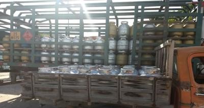 Dupla é flagrada em venda clandestina de gás de cozinha em Itatim