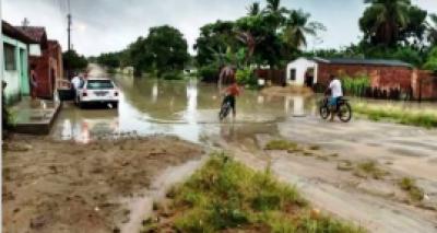 Fortes chuvas provocam deslizamentos e ruas alagadas em Itapebi