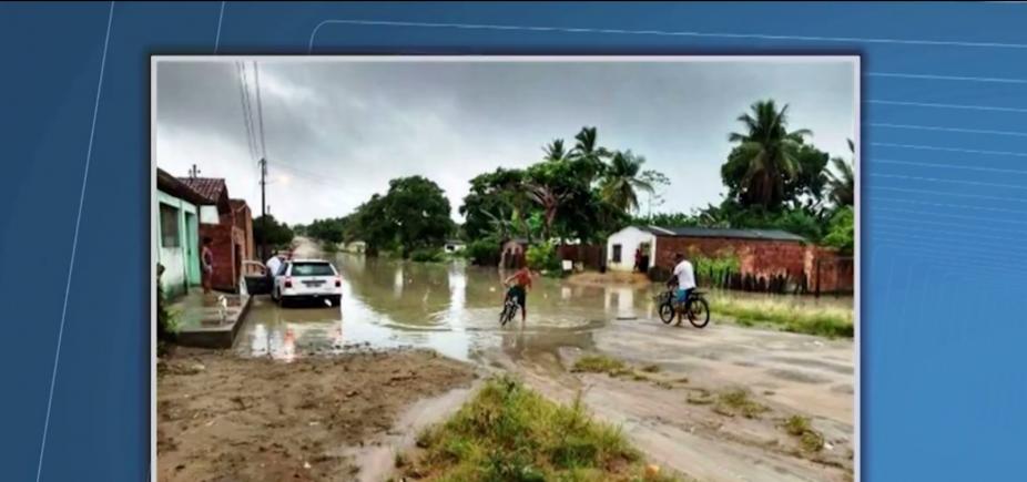 [Fortes chuvas provocam deslizamentos e ruas alagadas em Itapebi]