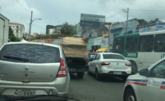 Após cratera, prefeitura realiza asfaltamento na Rua do Jaracatiá; confira o trânsito
