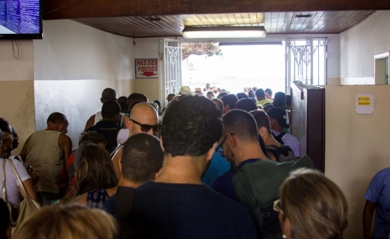 Caos no ferry: filas de mais de quatro horas marcam retorno do feriadão