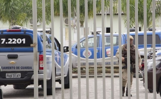 Internos da Case de Feira de Santana fazem rebelião e dois agentes são mantidos reféns