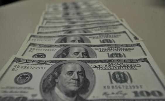 Dólar fecha em R$ 3,3281 e atinge maior nível desde junho