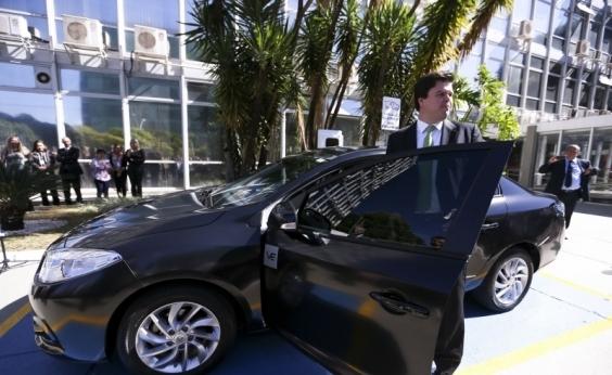 Comissão do Senado aprova projeto que restringe o uso de carros oficiais