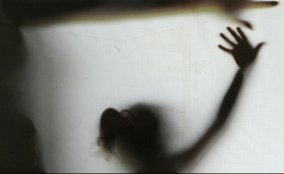Homem é preso suspeito de esfaquear ex-namorada de 13 anos