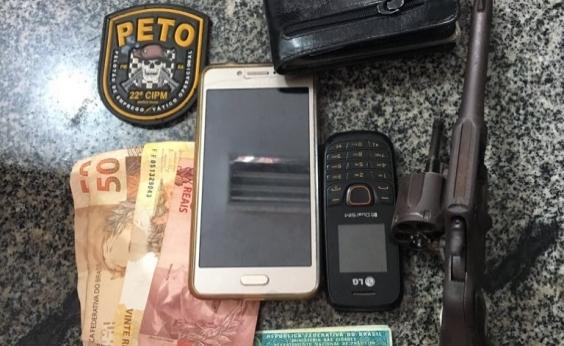 Polícia prende acusados de roubar carro em Simões Filho