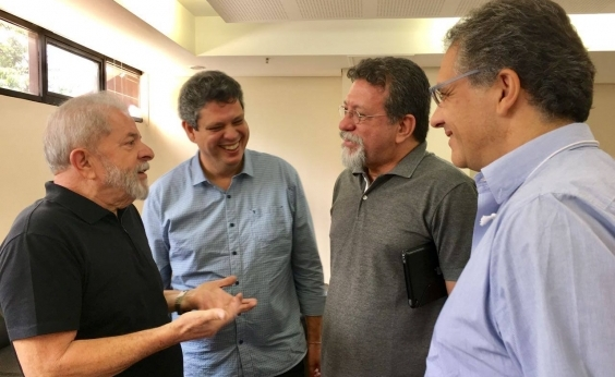 Florence diz que 2ª lugar de Bolsonaro nas pesquisas não assusta: ʹSó espumaʹ