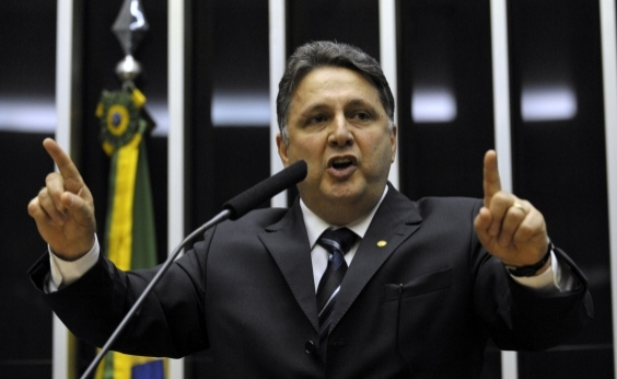 Preso, Garotinho anuncia greve de fome em carta enviada a presídio