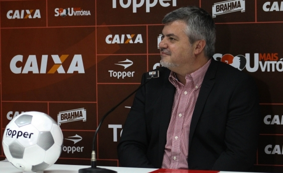 Cléber Giglio anuncia saída do Vitória: ʹNão faltou trabalhoʹ