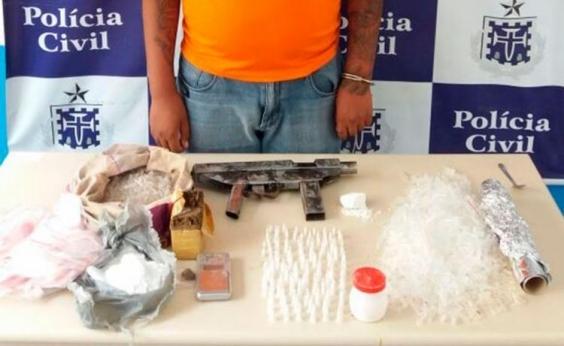 Homem é preso com drogas e submetralhadora em Feira de Santana