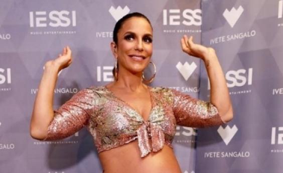 Grávida de 6 meses, Ivete Sangalo exibe barrigão de gêmeas em show em Salvador