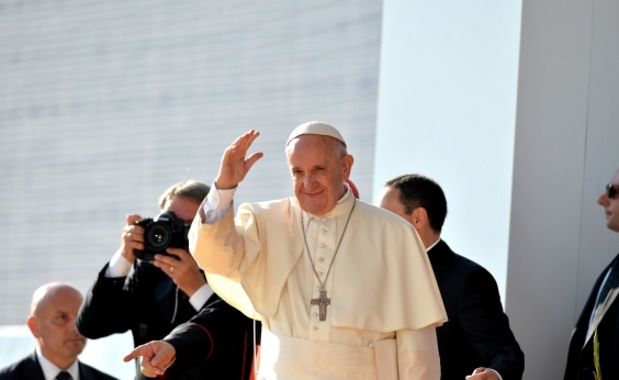 Papa Francisco completa 81 anos em dia com atividades humanitárias