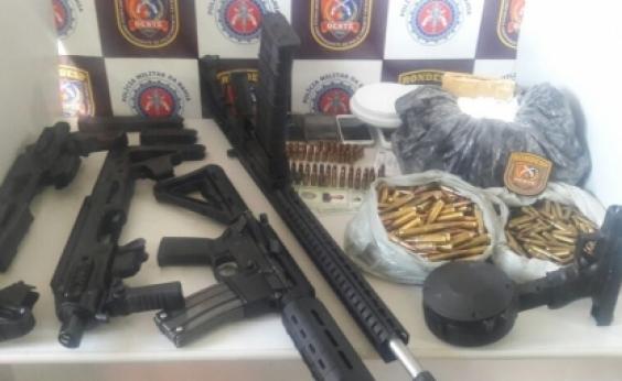 Após denúncia, polícia localiza fuzis, drogas e munição enterrados em quintal