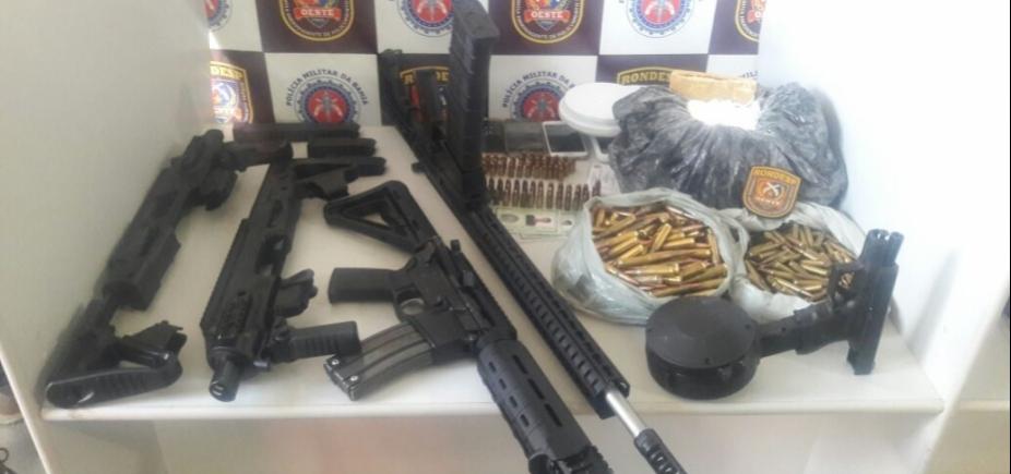 [Após denúncia, polícia localiza fuzis, drogas e munição enterrados em quintal]