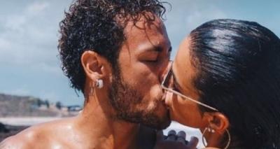 Neymar posta foto de beijo em Bruna Marquezine em Noronha