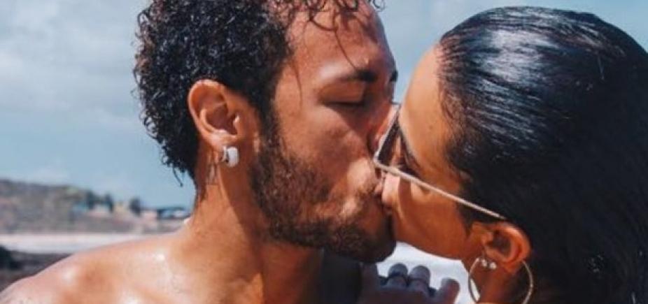 [Neymar posta foto de beijo em Bruna Marquezine em Noronha]