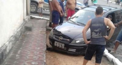 Carro avança em calçada e mata bebê de um ano em Nazaré