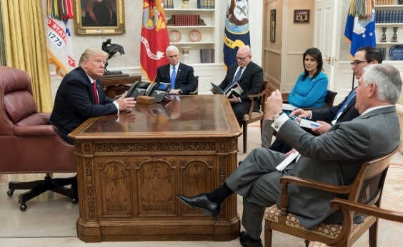 Trump nega ter utilizado o termo ʹpaíses de m...ʹ ao falar de imigrantes
