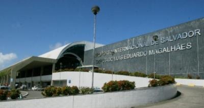 Sequestradores são presos com dinheiro de resgate no aeroporto