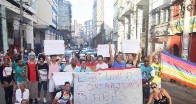 Movimento LGBT protesta contra ataques homofóbicos em bar na Avenida Carlos Gomes