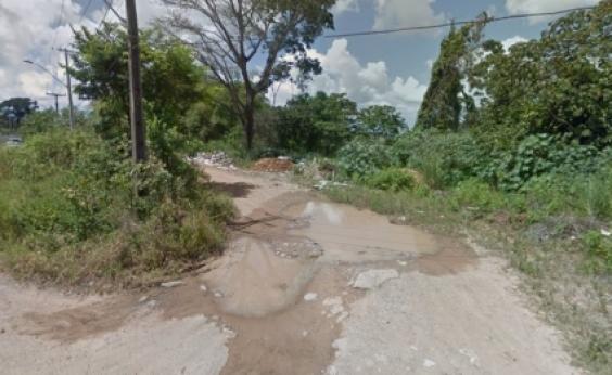 Corpo de mulher é encontrado dentro de geladeira em área isolada de Simões Filho