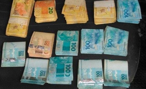 Abaré: adolescente de 17 anos é apreendido com arma e R$ 20 mil roubados de banco