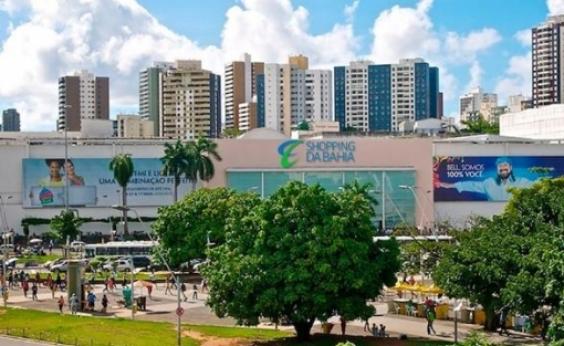 Armas e drogas são apreendidas em frente ao Shopping da Bahia