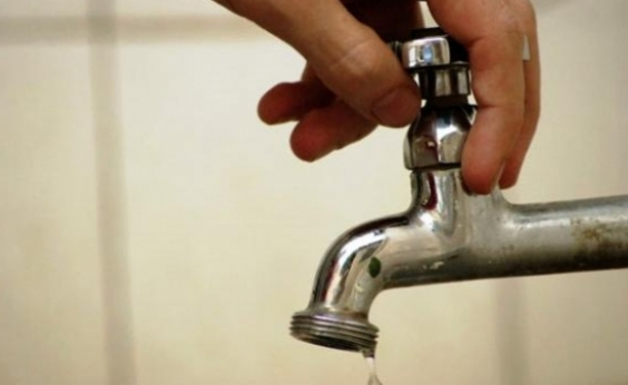 Reparo da Embasa deixa 13 bairros sem água em Salvador