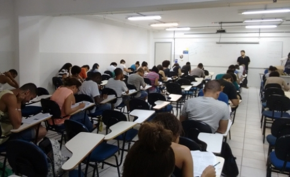 Pré-vestibular gratuito prorroga inscrições para alunos de baixa renda