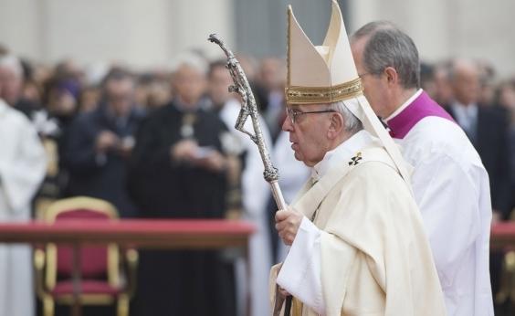 Papa pede perdão por abusos contra menores no Chile
