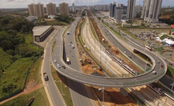 Avenida Paralela será interditada para instalação de trecho de passarela