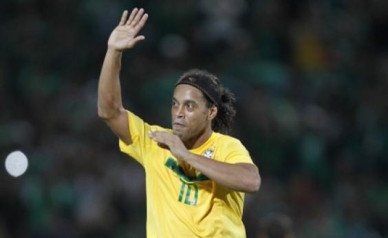 Irmão anuncia aposentadoria de Ronaldinho Gaúcho