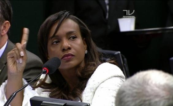 Técnicos da prefeitura aprovaram contratos, alega Tia Eron