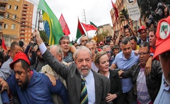 Em ato no Rio, Lula ataca presidente do TRF4