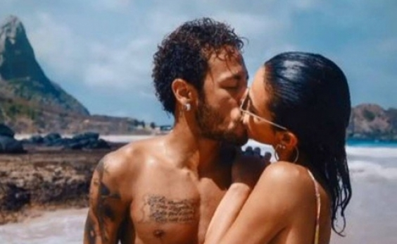 Em post romântico, Neymar exibe tatuagem igual à de Bruna Marquezine