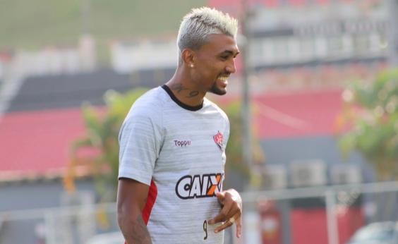 ʹKieza vai ter uma das melhores temporadas no Vitóriaʹ, diz presidente do clube