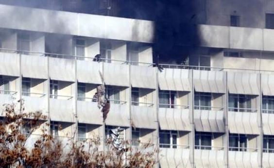 Afeganistão: 18 pessoas morrem em ataque a hotel de luxo