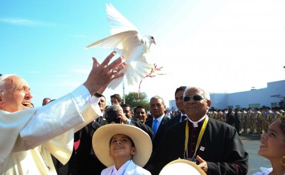 Papa pede que bispos peruanos não tenham medo de denunciar abusos