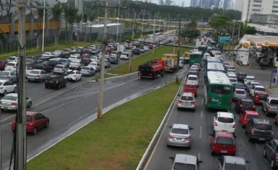 Acidente causa congestionamento na Estrada de Campinas