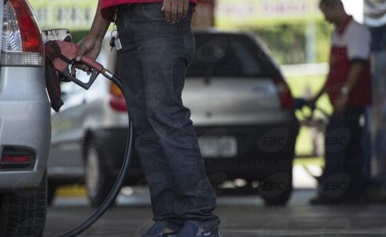 Preço da gasolina cai 1,4% e diesel 0,2%, anuncia Petrobras