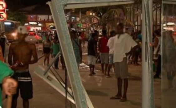 Motorista que atropelou pedestres em Itapuã se apresenta à polícia