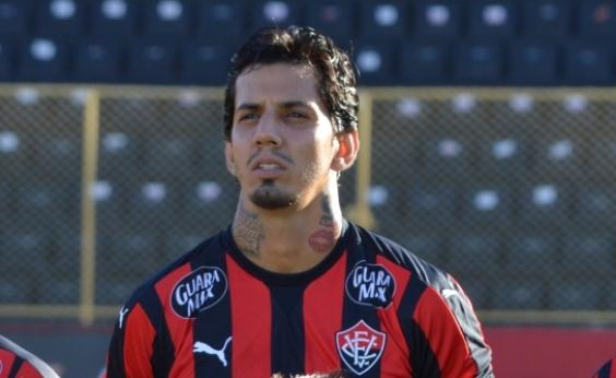 Torcida do Vitória faz campanha contra a contratação de Victor Ramos