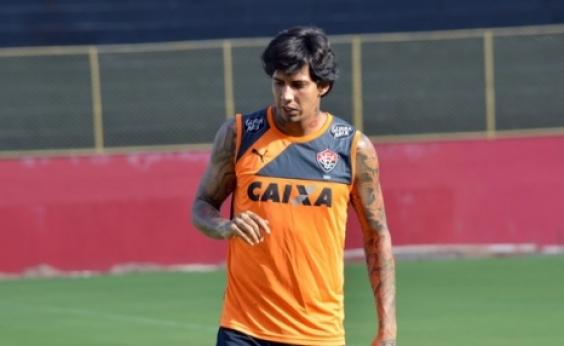 Vitória volta atrás e desiste de negociação com Victor Ramos