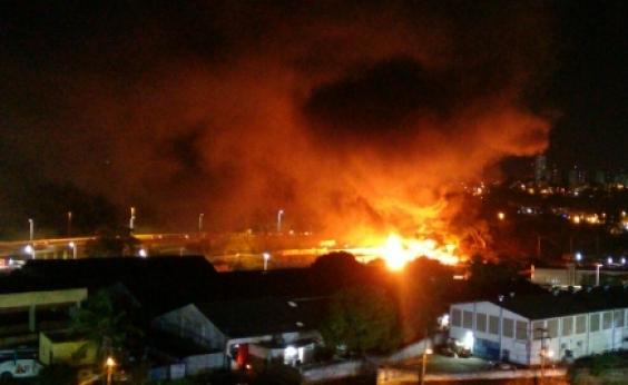 Incêndio atinge imóvel na Avenida Barros Reis