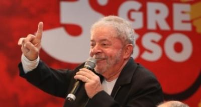 ʹQuanto mais me acusam, mais subo nas pesquisasʹ, diz Lula