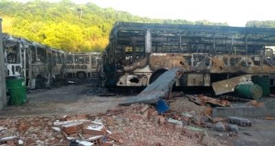 Incêndio tira 58 ônibus de circulação; prejuízo é avaliado em R$ 20 mi
