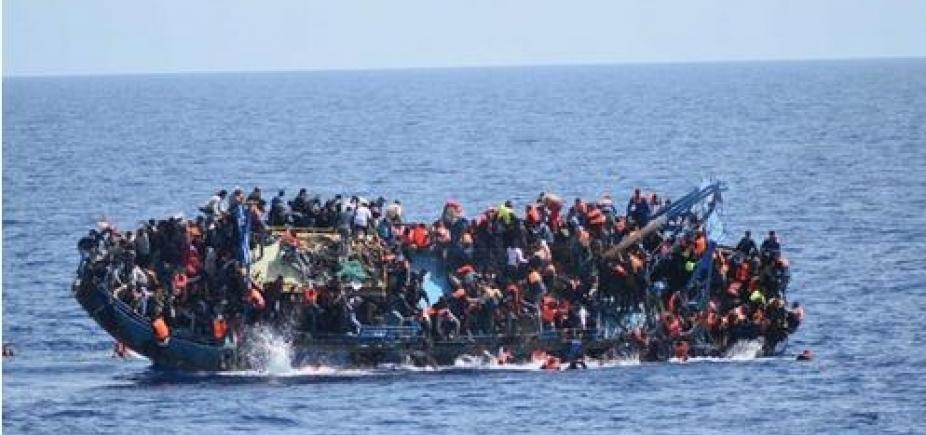 [ Naufrágio de barco de migrantes deixa 90 desaparecidos na Líbia]